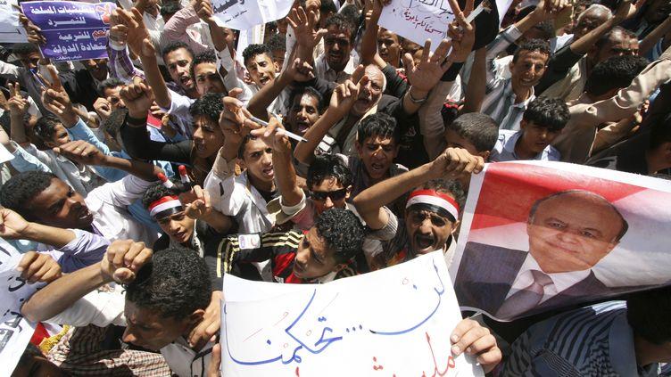 A Taëz, des Yéménites manifestent pour le maintien de leur présidentAbd-Rabbo Mansour Hadi, le 4 mars 2015. (REUTERS)