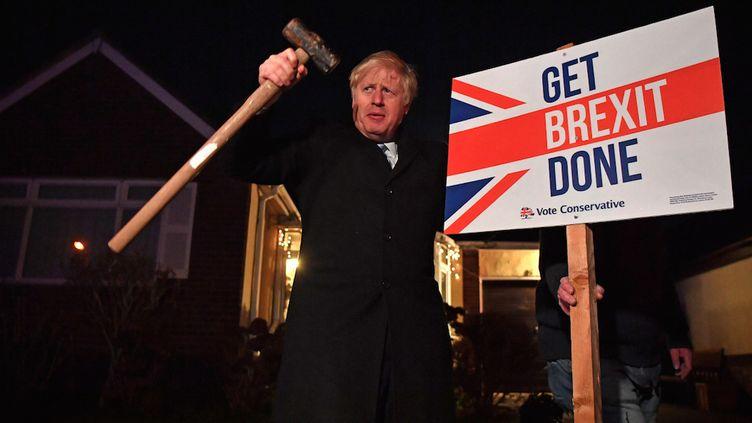 Le Premier ministre conservateur britannique, Boris Johnson, fait campagne à Benfleet, dans l'est de Londres (Royaume-Uni) le 11 décembre 2019, à la veille d'élection législatives anticipées. (BEN STANSALL / POOL / AFP)