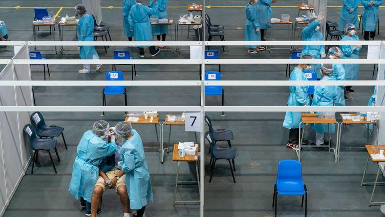 Les autorités de Hong Kong organisent un dépistage généralisé anti Covid-19. Ici au stade Queen Elizabeth le 1er septembre 2020 (ANTHONY KWAN / POOL)
