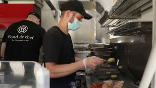 Plusieurs restaurants de Loudéac, dans les Côtes-d'Armor, demandent le départ du food-truck de Christophe Le Fur, un chef étoilé dont ils jugent la concurrence déloyale. (France 3)