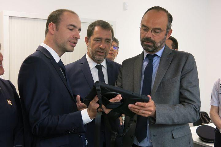 Le maire de Palaiseau (Essonne), le ministre de l'Intérieur et le Premier ministre, le 31 juillet 2019, à Palaiseau. (MAXPPP)