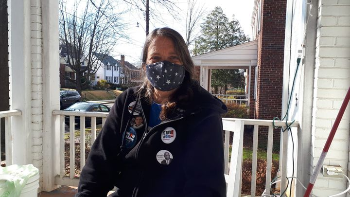 Katherine, January 20, 2021, in front of her house in the AU Park neighborhood in Washington (United States).  (VALENTINE PASQUESOONE / FRANCEINFO)