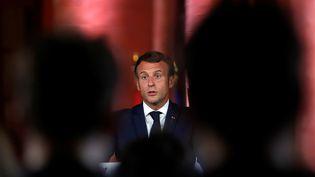 Emmanuel Macron, le 1er septembre 2020, lors d'une conférence de presse à Beyrouth, au Liban. (GONZALO FUENTES / AFP)