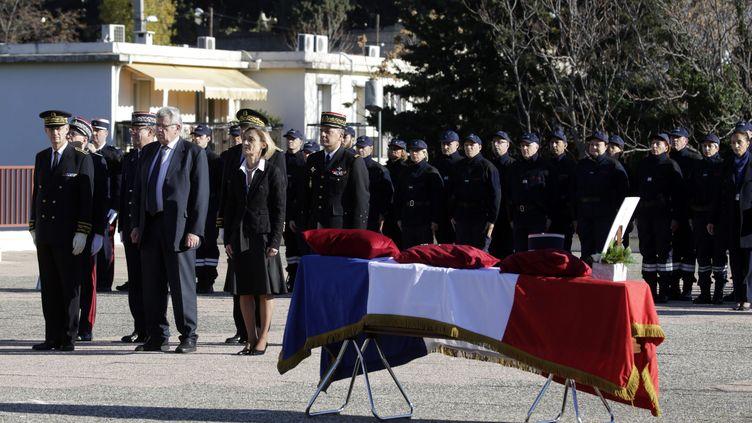 Une cérémonie d'homme à Pascal Robinson, le douanier tué le 23 novembre à Toulon (Var), s'était tenue le 27 novembre 2015 à Marselle (Bouches-du-Rhône). (MAXPPP)