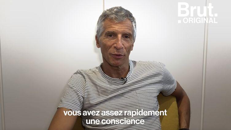 """VIDEO. """"Ça fait 2 ans que j'ai plus acheté une seule fringue"""" : Nagui parle de son engagement écolo (BRUT)"""