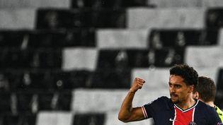 Le défenseur du PSG Marquinhos exulte après avoir ouvert le score face à Manchester City, en demi-finale aller de la Ligue des champions, le 28 avril 2021 au Parc des Princes. (ANNE-CHRISTINE POUJOULAT / AFP)