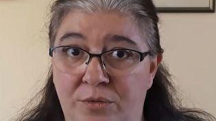 Elisabeth V., la fille deFernando V., l'un des patients qui a étéimplanté d'une prothèse de hanche de lasociétéCeraver. (ABDELHAK EL IDRISSI / RADIO FRANCE)