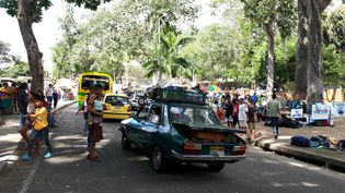 Le parc deBucaramanga en Colombie transformé en camp par des migrants vénézuéliens. (BENJAMIN ILLY / RADIO FRANCE)