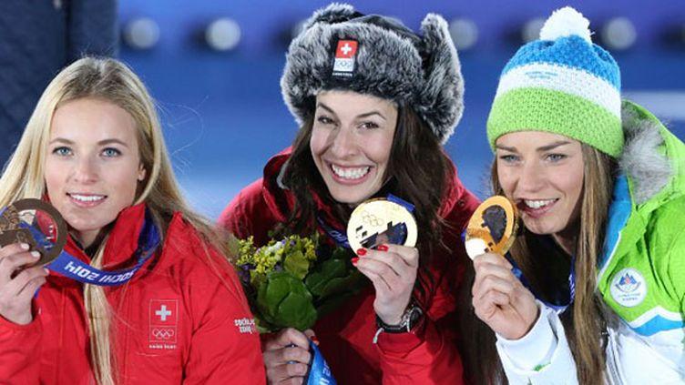 Les Suissesses Lara Gut et Dominique Gisin et la Slovène Tina Maze, le podium de la descente olympique (LOIC VENANCE / AFP)