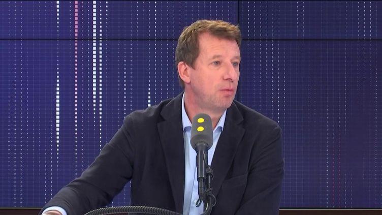 """Yannick Jadot, député européen Europe Écologie-les Verts, invité du """"8.30 franceinfo"""", jeudi 17 octobre 2019. (FRANCEINFO / RADIOFRANCE)"""