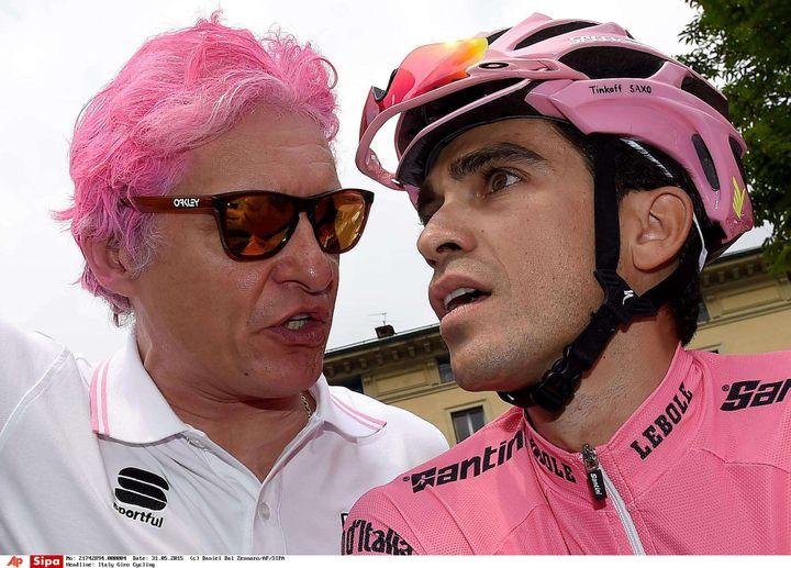 Oleg Tinkov et son coureur Alberto Contador, le 31 mai 2015 à Turin (Italie), lors de la dernière étape du Giro. (DANIEL DAL ZENNARO/AP/SIPA / AP)