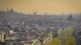 Une vueParissous un léger voilede pollution, le 5 septembre 2019. (J-B NADEAU / ONLY FRANCE)