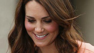 Kate Middleton, le 29 avril 2013 à Sutton Scotney (Royaume-Uni). (SUZANNE PLUNKETT / REUTERS)