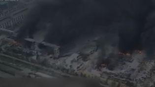À Sanmenxia, en Chine, une violente explosion a eu lieu dans une usine de traitement de gaz, vendredi 19 juillet. La télévision d'État évoque un bilan provisoire de 12 disparus et 18 blessés graves. (France 2)