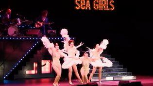 Les Sea girls, au Trianon, à Paris. (FRANCE 2)