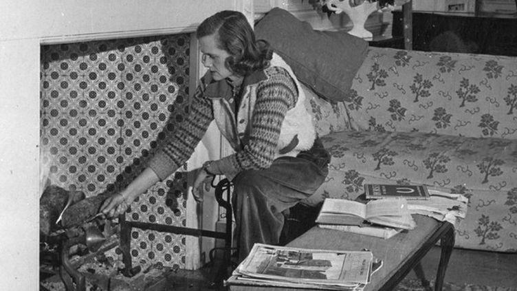 Daphné du Maurier chez elle à Fowey, Cornwall  (Mary Evans/Sipa)