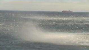Treize départements sont toujours en vigilance météo orange à cause du passage de la tempête Ciara au-dessus de la France, mais c'est vers la Corse que les yeux sont tournés. Dans le nord de l'île de beauté, les vents pourraient atteindre, mardi 11 février, les 220 km/h. (FRANCE 2)