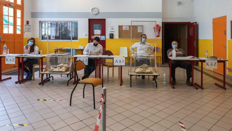 Plus de 66%des Français ne se sont pas déplacés pour aller voter au premier tour des élections régionales et départementalesce dimanche. (SOPHIE LIBERMANN / HANS LUCAS)
