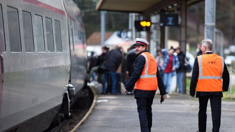 Illustration d'une gare dans le Jura, le 12 mars 2018. (JEAN-PIERRE AMET / MAXPPP)