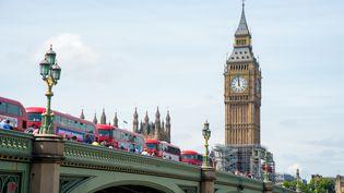La tour Elizabeth Tower et sa célèbre horloge Big Ben, le 14 août 2017 à Londres. (ALBERTO PEZZALI / AFP)