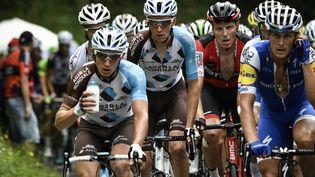 Les cyclistes Cyril Gautier, Romain Bardet, Michael Shar et Matteo Trentin, pendant la 9e étape du Tour de France, le 9 juillet 2017 entre Nantua et Chambéry. (PHILIPPE LOPEZ / AFP)