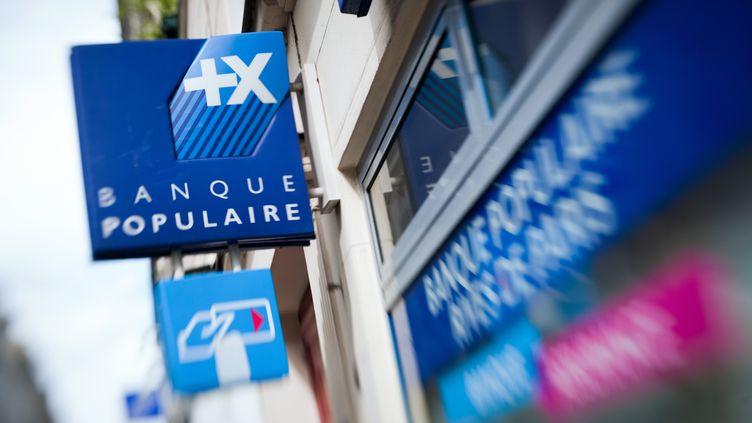 Une agence de la Banque populaire, le 29 avril 2012, à Paris. (LOIC VENANCE / AFP)