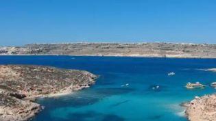 Malgré des paysages à couper le souffle, l'île de Gozo (Malte) reste pour le moment épargnée par le tourisme de masse. Une occasion d'aller faire une pause ensoleillée durant l'hiver. (FRANCE 2)