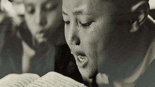 """""""Voyage chez les enfants moines"""", exposition des photos de la documentariste Isabelle Garcia-Chopin au musée des Arts Asitiques de Nice  (France 3 / Culturebox / capture d'écran)"""