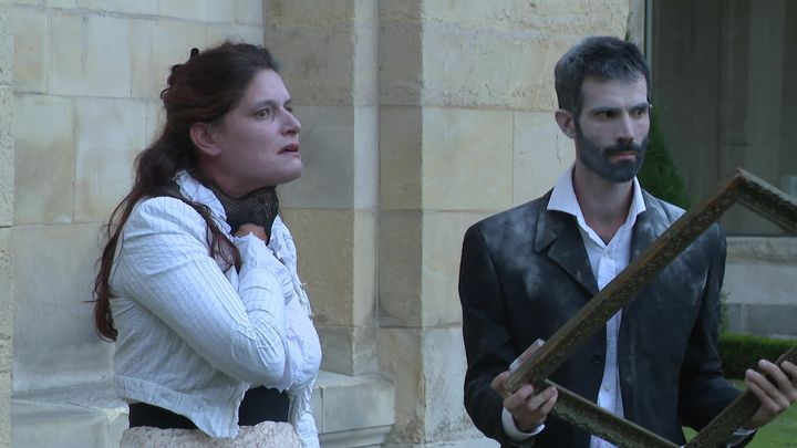 Blanche/Clélia David et Justin/Baptiste Relat, les deux comédiens de L'Incertaine compagnie qui jouent ces étrangesAmes lointaines. (P. Latrouitte / France Télévisions)