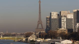 Paris a connu un nouveau pic de pollution aux particules fines, le 8 décembre 2016. (CAROLINE PAUX / CITIZENSIDE / AFP)