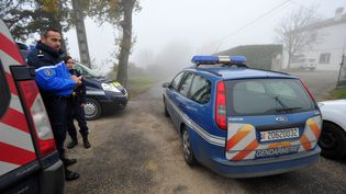 La gendarmerie est devant le domicile d'un couple tué par balles à Foulayronnes (Lot-et-Garonne), le 2 décembre 2015. (MAXPPP)