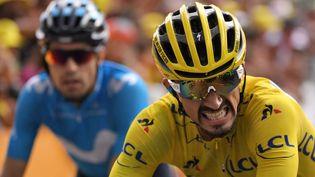 Julian Alaphilippe franchit la ligne d'arrivée à Valloire, le 25 juillet 2019 lors de la 18e étape du Tour de France (MARCO BERTORELLO / AFP)