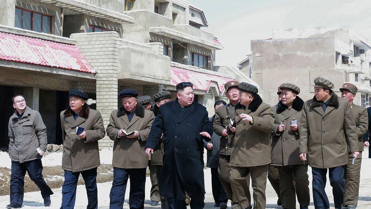 Kim Jong-un en visite dans le comté de Samjiyon, en Corée du Nord, le 4 avril 2019. (photo d'illustration) (KCNA VIA KNS / AFP)