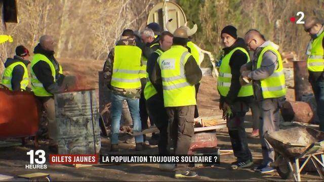 """""""Gilets jaunes"""" : la population est-elle toujours solidaire ?"""
