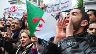 """A Alger, le 15 mars 2014, manifestation du mouvementBarakat (""""Ça suffit""""), hostile à un quatrième mandat de président Bouteflika. (CITIZENSIDE / AHMED KAMAL / AFP)"""