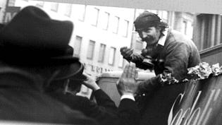 """Jean Tinguely sur le char de sa """"Kuttlebutzer""""lors du carnaval de Bâle  (DR (Musée Tinguely))"""