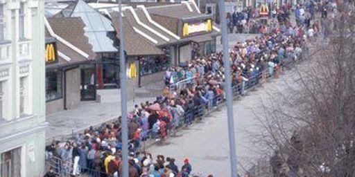Le 31 janvier 1990, Mac do ouvre son premier restaurant à Moscou, un succès immédiat. (DR/Funny Russians)