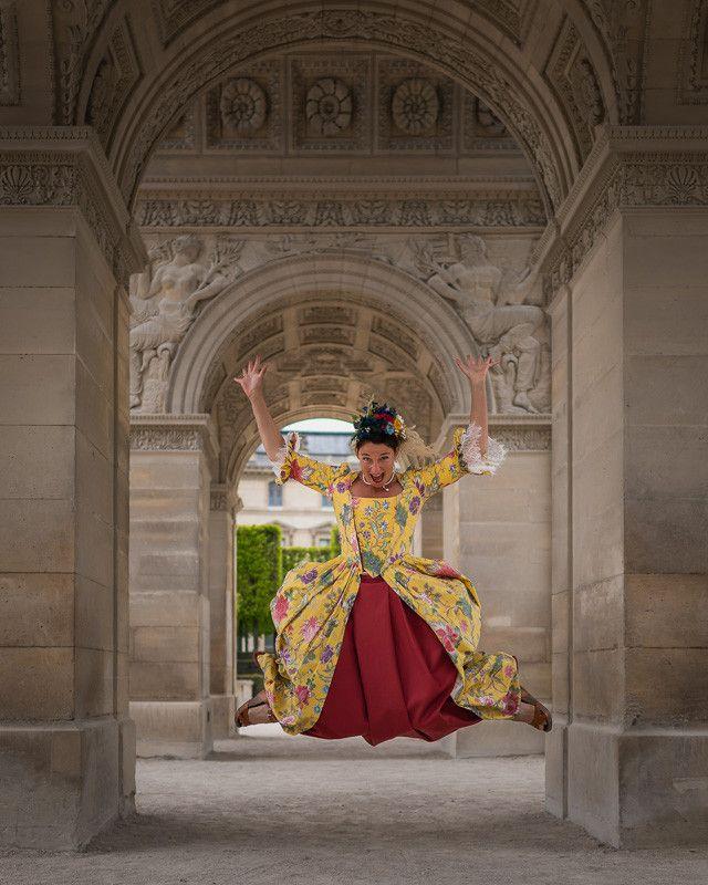 Gabrielle dans les couloirs du jardin du Palais-Royal, à Paris. (LUDO SEGERS)