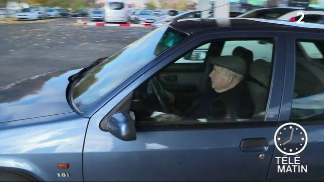 Pour aller travailler, les Français prennent majoritairement leur voiture