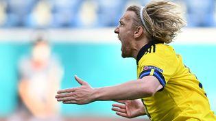 Emil Forsberg célèbre son but avec la Suède face à la Slovaquie, le 18 juin à Saint-Pétersbourg (KIRILL KUDRYAVTSEV / POOL)