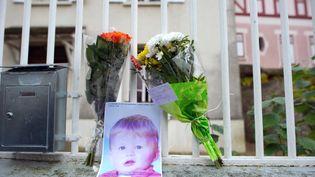 Devant le domicile familial où a eu lieu le drame à Germiny-l'Evêque (Seine-et-Marne) vendredi 26 novembre. (MARTIN BUREAU / AFP)