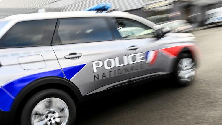Un véhicule de la police nationale (illustration) le 14 décembre 2020 (DENIS CHARLET / AFP)