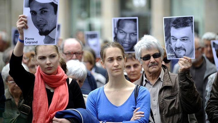 Des proches de Pierre Legrand, retenu en otage au Sahel, manifestent à Nantes, le 1er juin 2013. (JEAN-SEBASTIEN EVRARD / AFP)