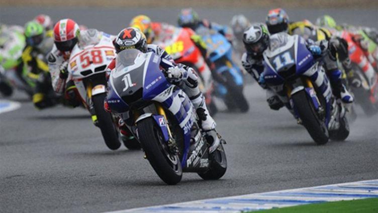 Lorenzo (Yamaha) prend le meilleur départ sous la pluie (PIERRE-PHILIPPE MARCOU / AFP)