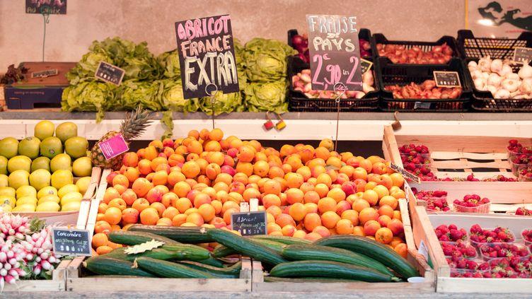 Des fruits et légumes vendus sur le marché deSaint-Martin-de-Ré, sur l'île de Ré, le 19 juin 2013. (PHILIP LEE HARVEY / CULTURA CREATIVE / AFP)
