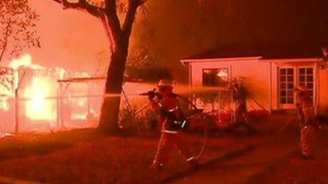 La Californie paralysée par les flammes