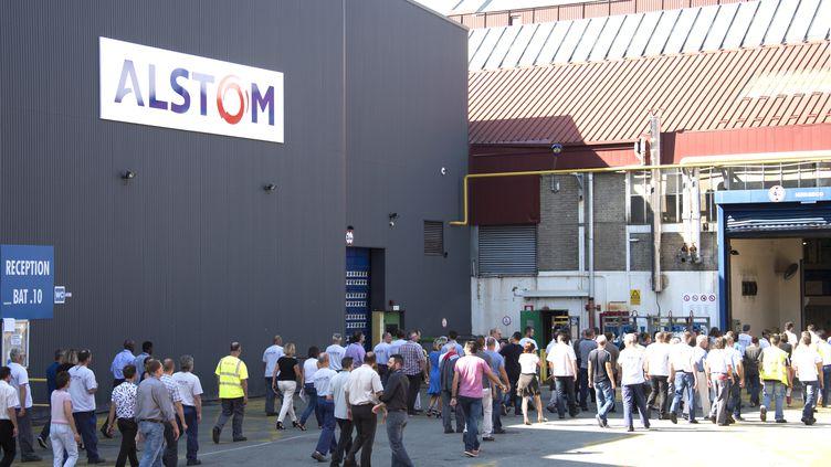 Des salariés d'Alstom devant le site de Belfort, en septembre 2016. Image d'illustration. (SEBASTIEN BOZON / AFP)