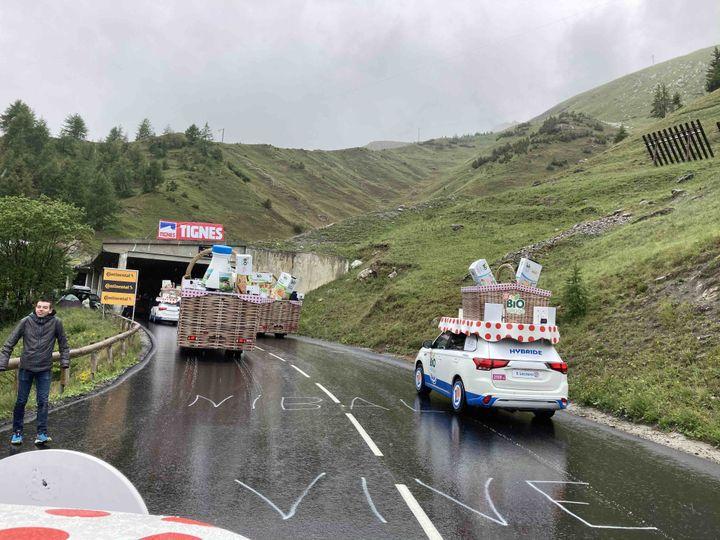Après une journée compliquée, la caravane Leclerc arrive à Tignes, le dimanche 4 juillet 2021. (AH)