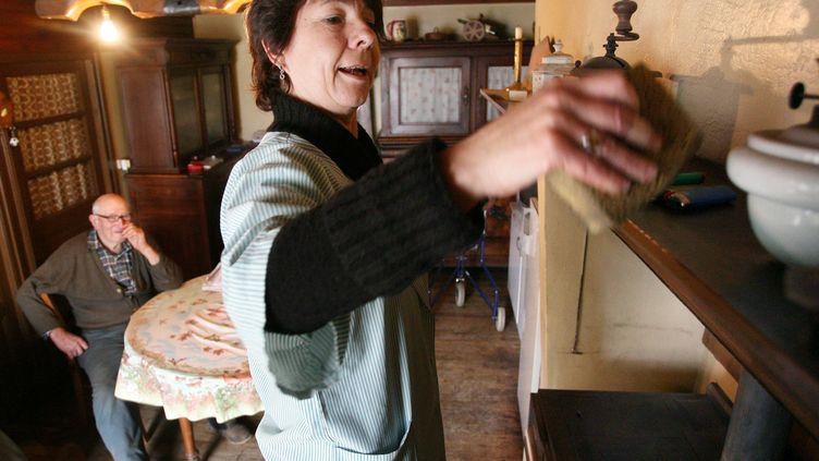 Janine, aide à domicile à Montembeuf en Charente (image d'illustration) (ROMAIN PERROCHEAU / AFP)