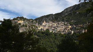 Le village de Saorge dans les Alpes-Maritimes est inaccessible par la route après le passage de la tempête Alex, le 6 octobre 2020. (CHRISTOPHE SIMON / AFP)